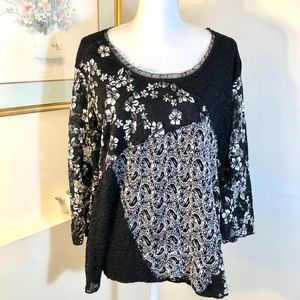 Dress Barn Black White Top Size 22/24 Lace Sleeve